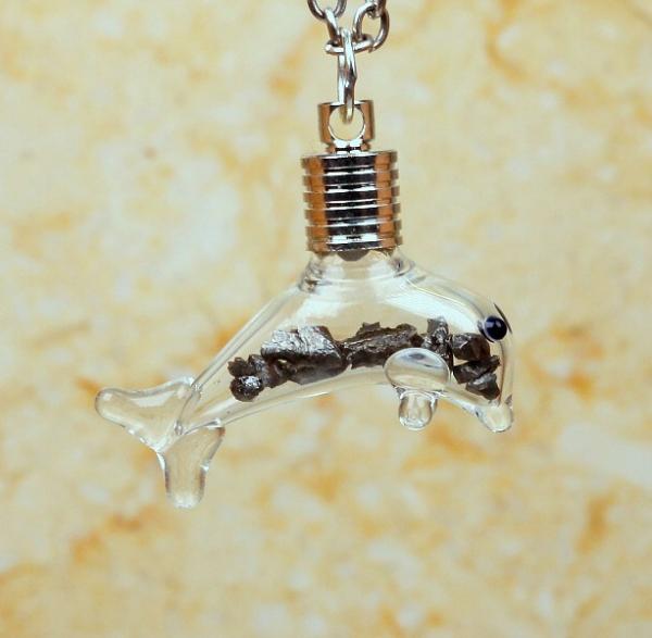 Sternschnuppen-Anhänger im Delfin-Design