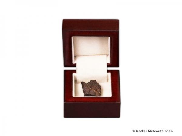 Sternschnuppe z.B. zur Hochzeit als Steinmeteorit in bordeaux roter Geschenkbox