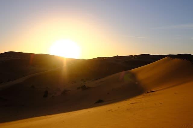 Steinmeteorit und Eisenmeteorit aus der Wüste als Sternschnuppe verschenken