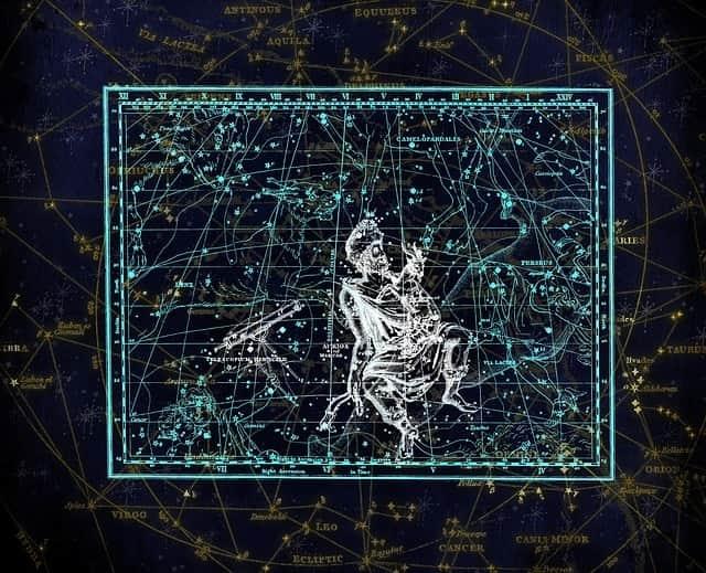 Sternschnuppennächte im Sternbild Fuhrmann: Jährlich wiederkehrend sind vom 28. August bis 5. September die Sternschnuppen der Alpha-Aurigiden im Sternbild Fuhrmann zu sehen