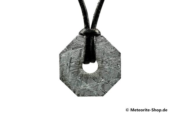 Eisen-Meteorit-Anhänger (Muonionalusta | Achteck-Donut | Kl. Ø | Rhodiniert) Vorderansicht