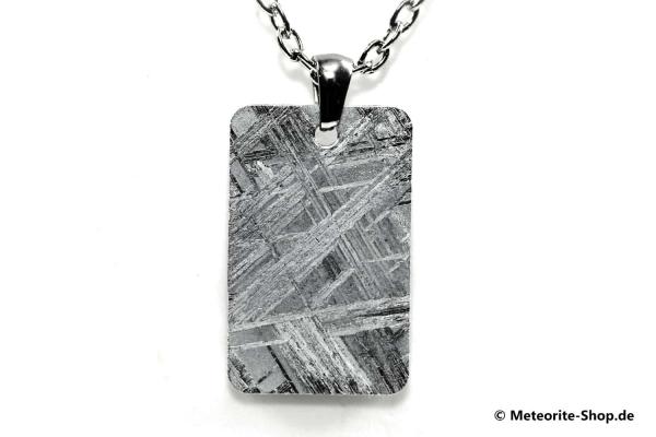 Eisen-Meteorit-Anhänger (Muonionalusta | Rechteck | Rhodiniert) Vorderansicht