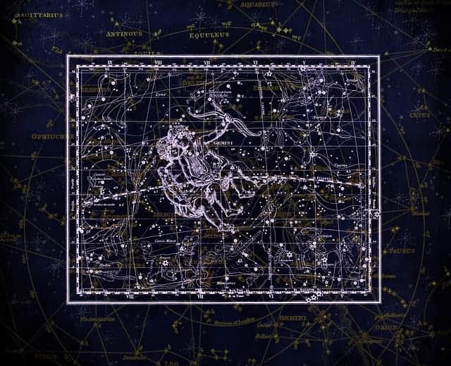 Sternschnuppennächte im Sternbild Zwilling: Jährlich wiederkehrend sind vom 4. bis 17. Dezember die Sternschnuppen der Geminiden im Sternbild Zwilling zu sehen