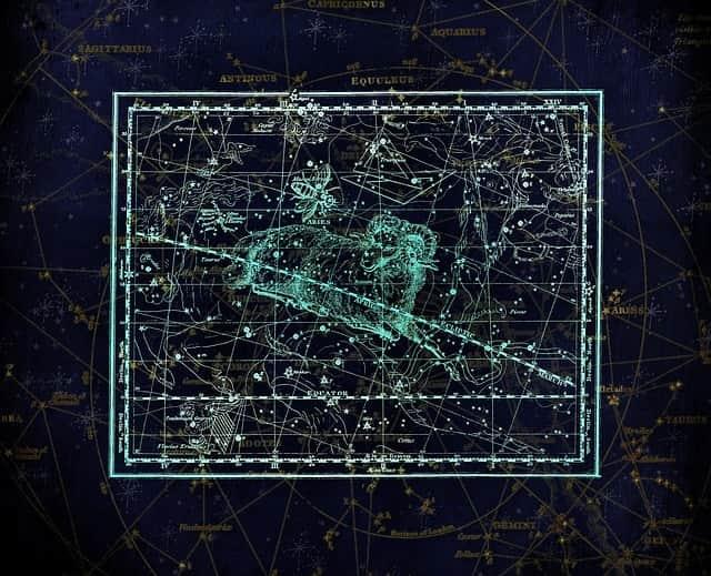 Sternschnuppennächte im Sternbild Widder: Jährlich wiederkehrend sind vom 14. Mai bis 24. Juni die Sternschnuppen der Arietiden im Sternbild Widder zu sehen