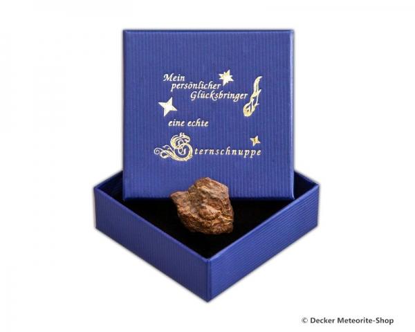 Glücksbringer-Sternschnuppe als Steinmeteorit in blauer Glücksbringer-Geschenkbox