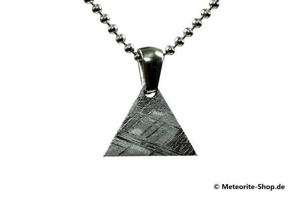 Eisen-Meteorit-Anhänger (Muonionalusta | Dreieck | Rhodiniert) Vorderansicht