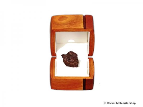 Sternschnuppe für besondere Anlässe als Steinmeteorit in exklusiver Holz-Geschenkbox