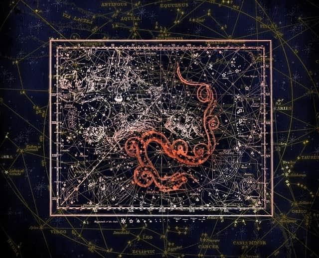 Sternschnuppennächte im Sternbild Ursa Minor: Jährlich wiederkehrend sind vom 17. und 26. Dezember die Sternschnuppen der Ursiden im Sternbild Ursa Minor zu sehen.